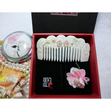 Chinese Rabbit Carved Shell Comb With Freshwater Pearl